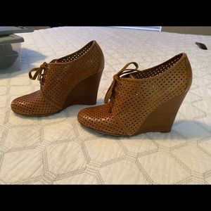 RARE Tory Burch Leather Mesh Laceup Wedge 8.5 $375